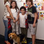 Alessandra Muesser e seus filhos - Milla , Martin , Gaspard e o cão Nazca
