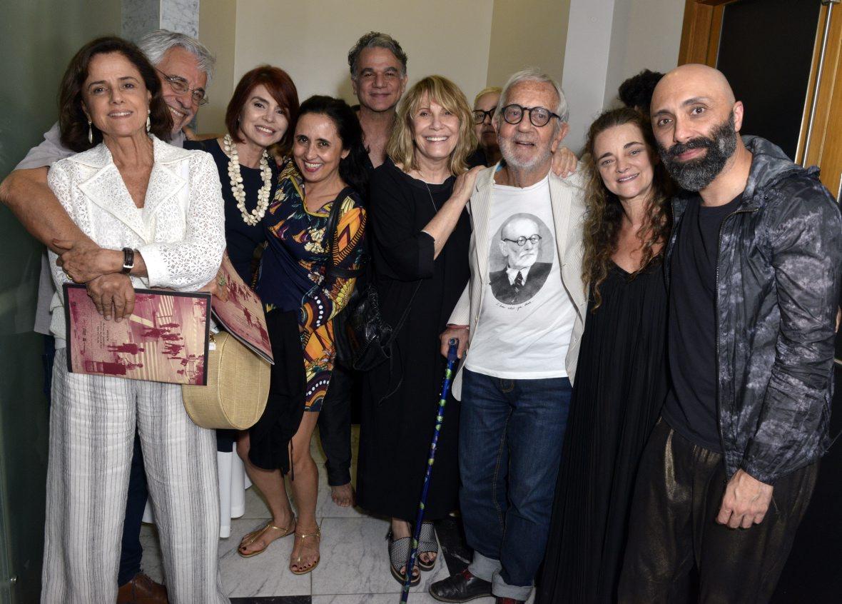 """Famosos prestigiam a peça """"Outros"""" no Teatro SESC Ginástico"""