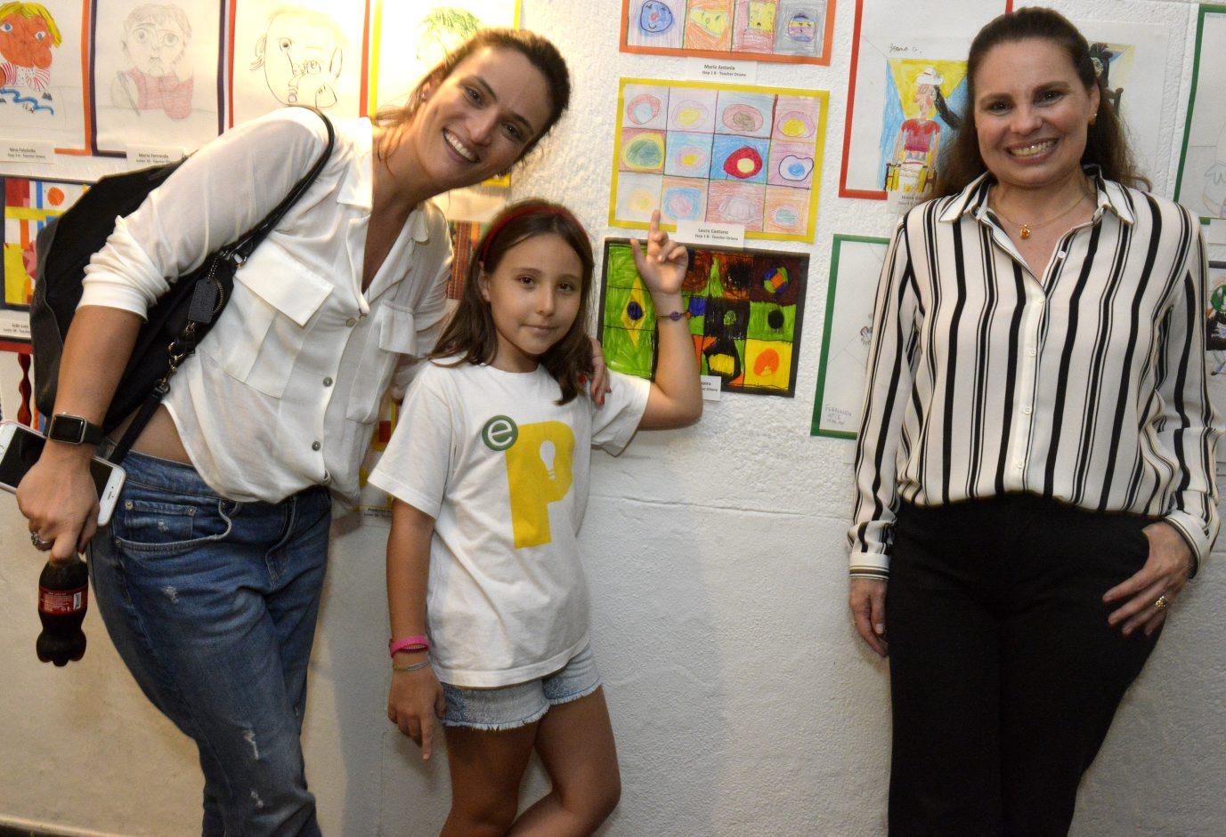 Alunos da The Scolerealizam exposição de artes plásticas