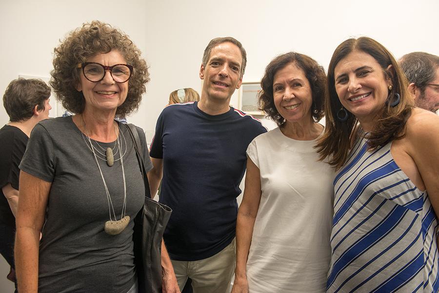 """Ana Muglia inaugura a exposição """"Desenhos : Entre erros e acertos"""