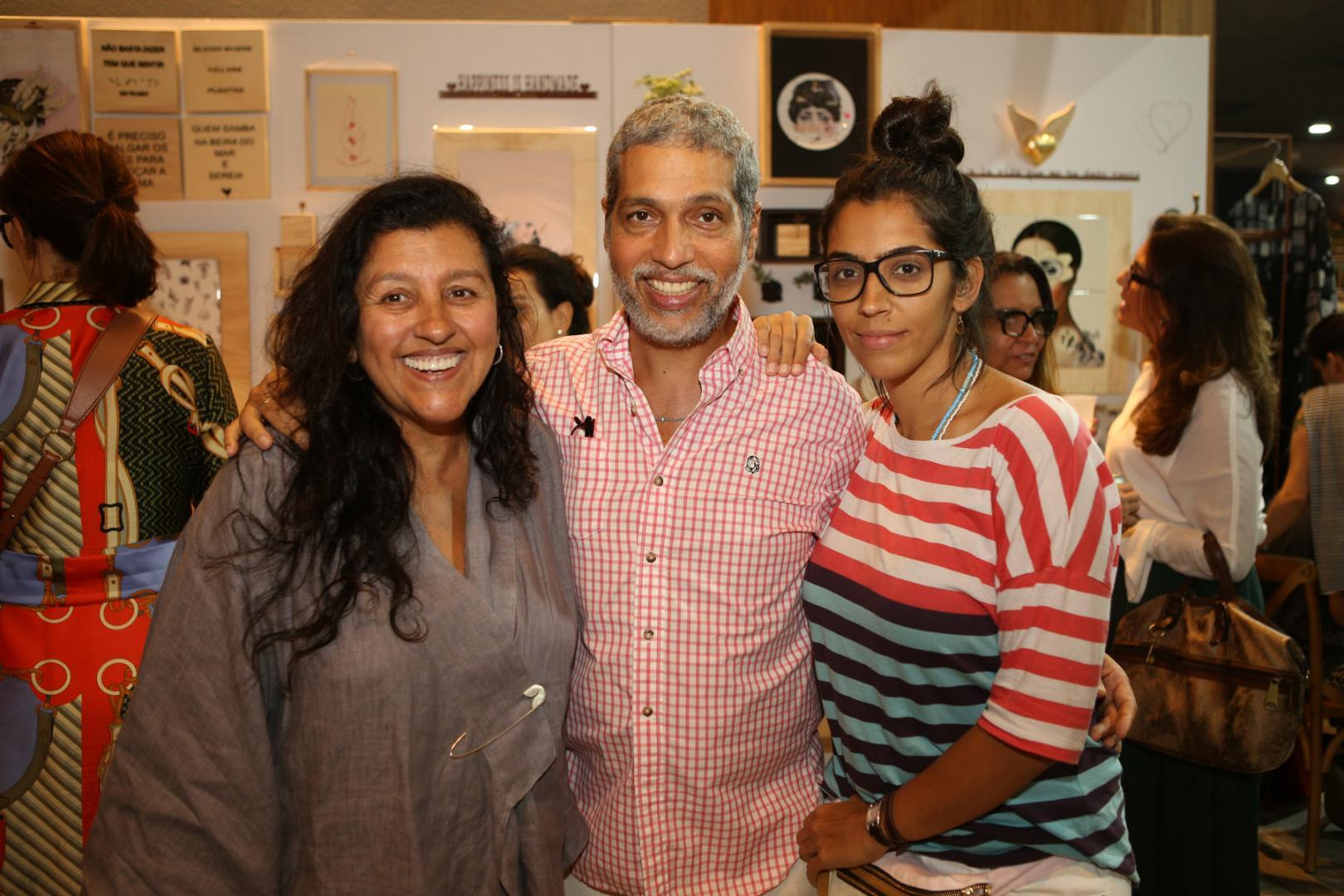 Regina Casé vai com a família na última edição do ano de Carandaí 25