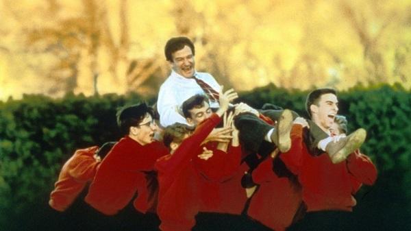 Em Sociedade dos Poetas Mortos, brilham Robin Williams e seus alunos