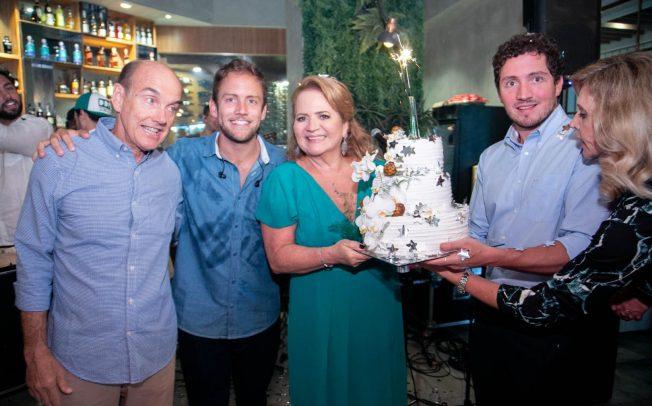 3b2b12c3ba08b Renata Fraga comemora aniversário com festão no Rio