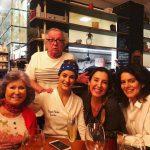 Umas das últimas fotos. Giselllinha com os ingleses Patrícia e Wallace Olivetto mais chefe Heaven e Candice Morocco