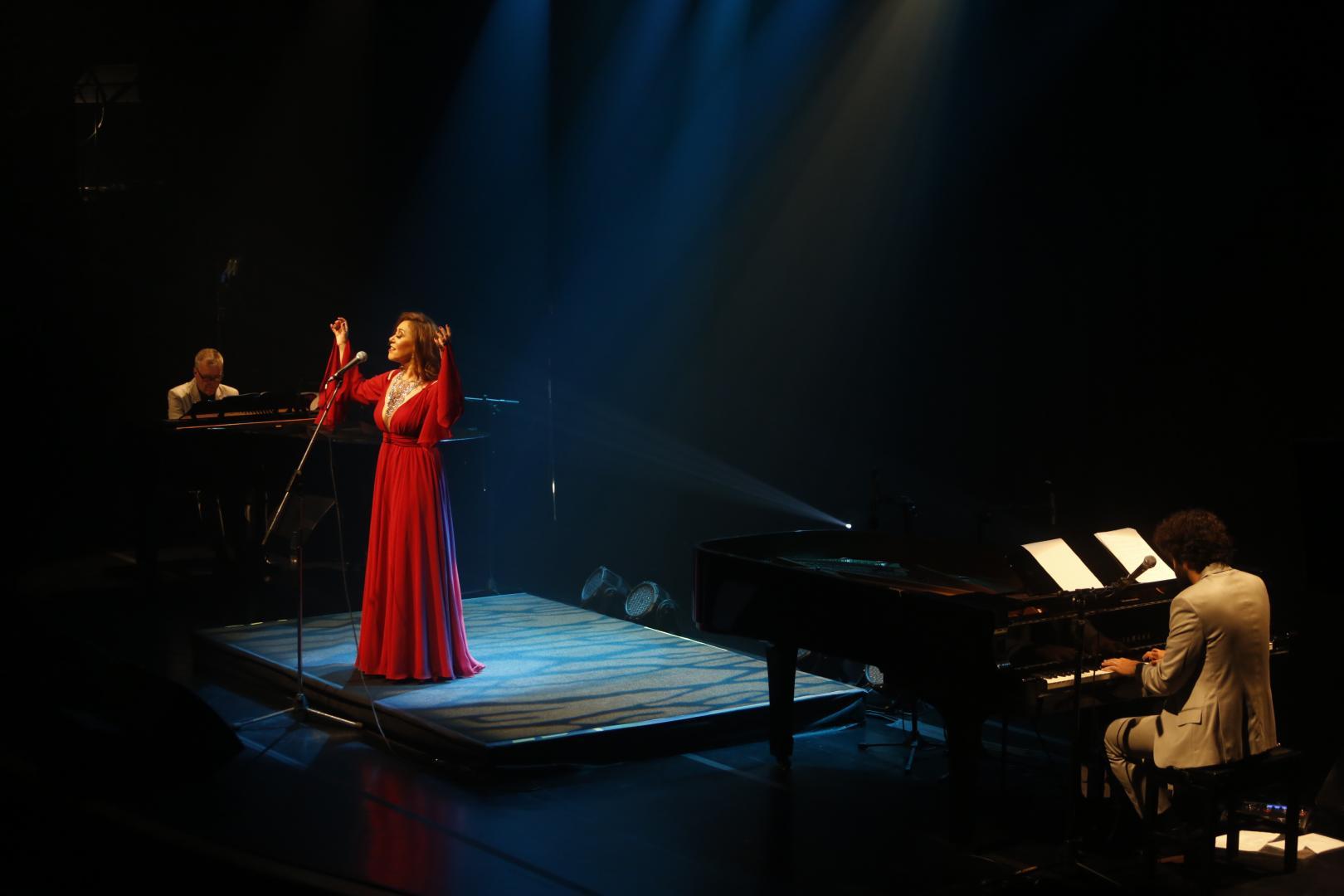 """Ecoando silêncios, """"Tons de Minas"""" pontua delicadezas da música mineira em show perfeito"""