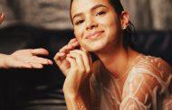 Bruna Marquezine mergulha no primeiro ensaio como  estrela da joalheria HStern