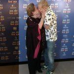 Aracy Balabanian ganha um beijo de MIguel Falabella