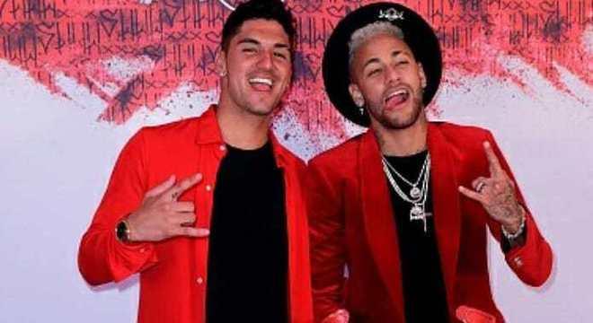 Neymar Jr comemora aniversário ao lado de craques e famosos