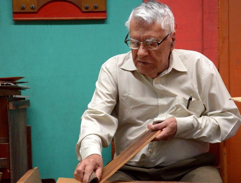 Aos 93 anos, o artista Antonio Arney é homenageado com o lançamento de livro no Museu Oscar Niemeyer