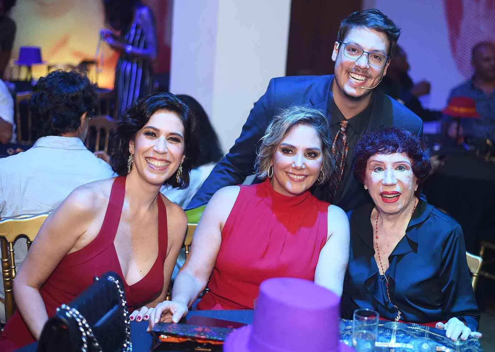 Berta Loran é homenageada no Prêmio do Humor