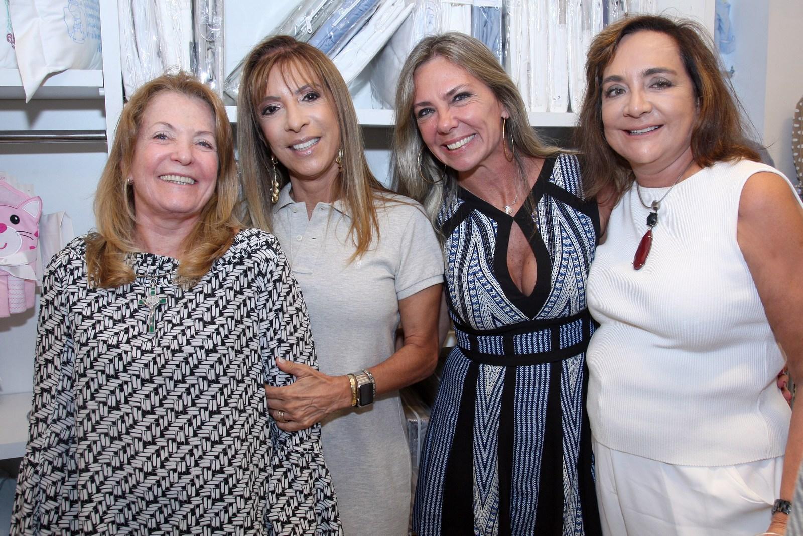 Lançamento da nova coleção Claudia Simões Casa agita Ipanema
