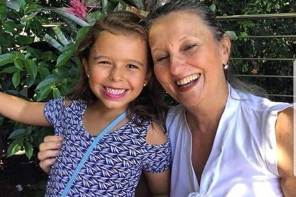 Uma imagem para sempre: Lucia Xavier Sarmento Neves e sua netinha Julia Aché
