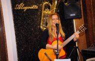 Lunna Caiado se apresenta no Centro Cultural Smoke Lounge