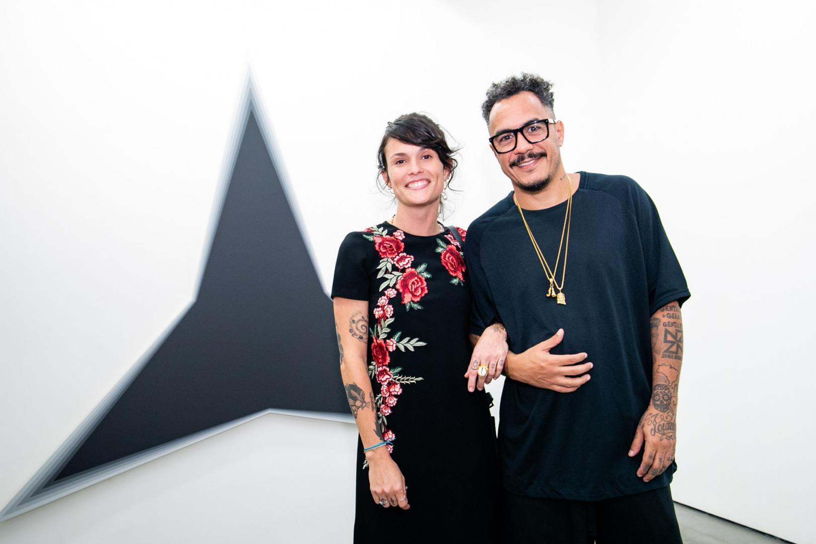 Abertura da exposição de Philippe Decrauzat  atrai jovens e famosos