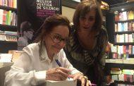 Maria Tereza Goulart lança sua biografia em noite repleta de amigos