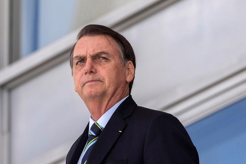 Bolsonaro adia viagem a Manaus