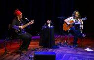 Andréa França e Ninah Jo unem suas vozes e violões vigorosos em show no Teatro Rival