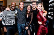 Rafael Zulu recebe amigos famosos em festa da Diesel
