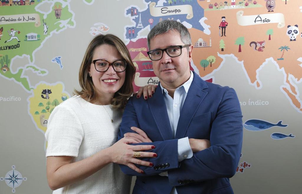 """Fabio Barbirato e Gabriela Dias lançam o livro """"O menino que nunca sorriu & outras histórias reais"""""""