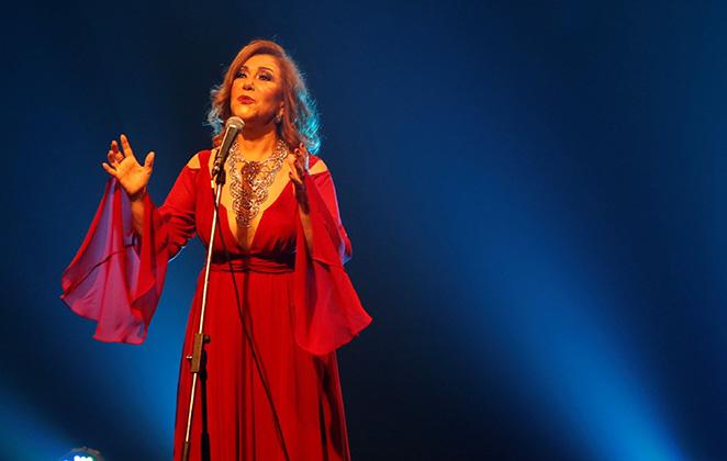 Vânia Bastos canta Caetano em show gratuito em SP e com canção inédita em sua voz