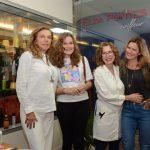 Cecília Mendes de Almeida, Tatiana e Luiza De Lamare cercando Elza Pontes