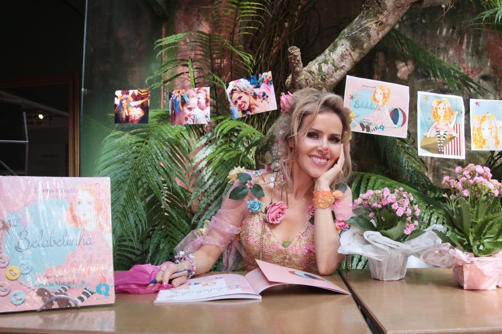 "Leona Cavalli lança o livro ""Belabelinha"""