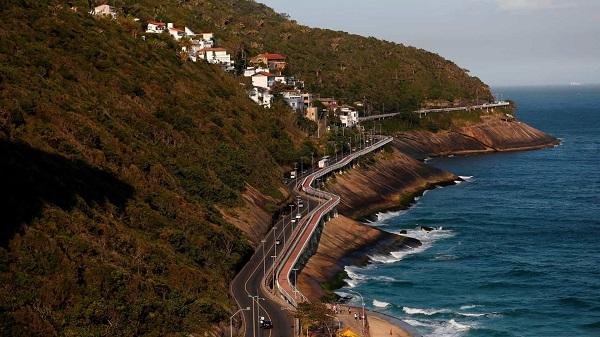 Das mais bonitas paisagens do Rio de Janeiro, a Avenida Niemeyer, hoje interditada, não merece o descaso com que vem sendo tratada