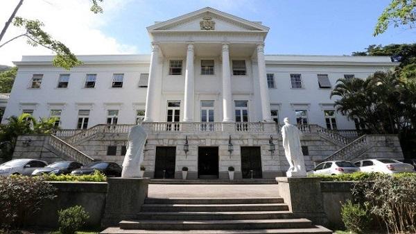 O Palácio da Cidade, coitado, agora abriga em suas lindas dependências o Crivella e seus penduricalhos. Muito triste