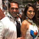 Marcos Heinnes e Priscila Ribeiro usando os lenços