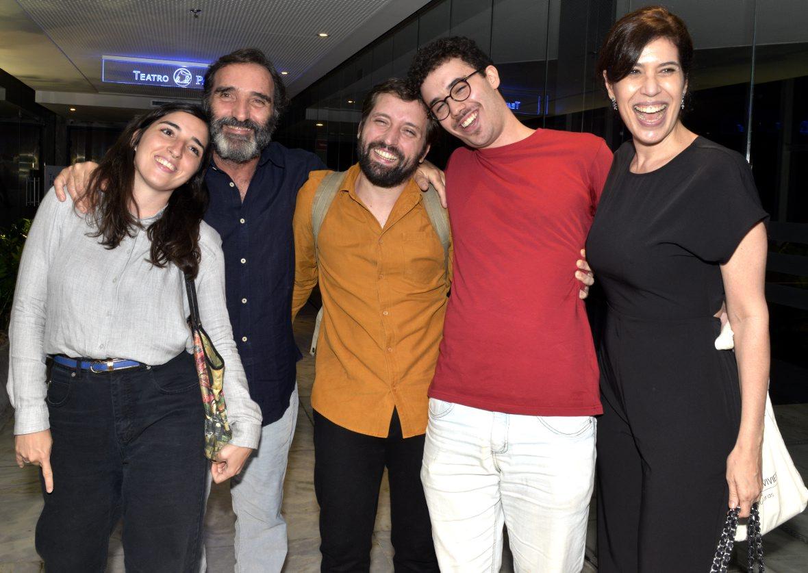 """Famosos prestigiam estreia do monólogo """"Sísifo"""" no Teatro Prudential"""
