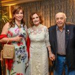 Isadora Ribeiro com o casal Rosamaria Murtinho e Mauro Mendonça