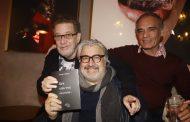 Sérgio Mattos reúne amigos para noite de autógrafos do seu livro de poesias