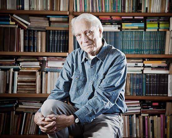 Luiz Alfredo Garcia Roza deixa sua marca na literatura brasileira como o grande escritor de romances policiais
