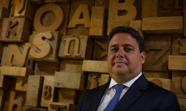 Felipe Santa Cruz, que perdeu seu pai com 1 ano e 8 meses, foi destratado pelo presidente Jair Bolsonaro