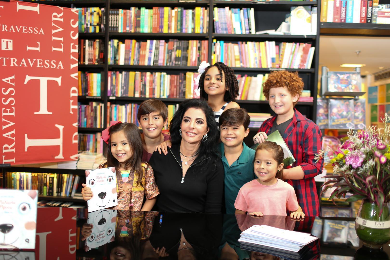Lançamento dos livros de Antonia Frering agita a Livraria da Travessa, no Shopping Leblon