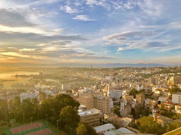 o amanhecer em Argel, capital da Argélia