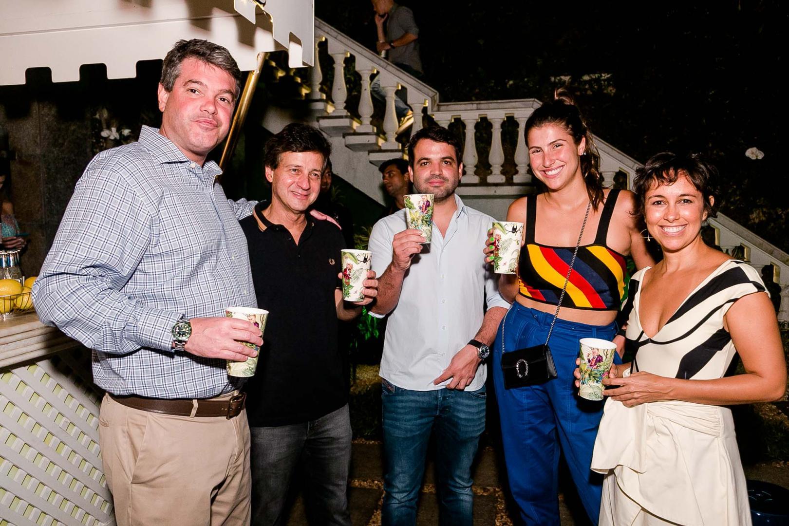 Festa de lançamento do Gin Monkey47 agita o Jardim Pernambuco
