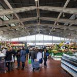 Frutas, flores e legumes também à venda na Ribeira