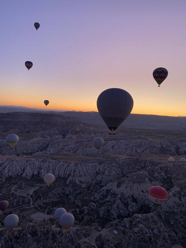 Na viagem de balão, encontro o rosicler da aurora de que meu amigo Lora falava tanto