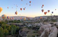 No balão mágico planando sobre a Turquia