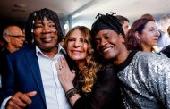 Milton Nascimento recebe o Prêmio UBC em cerimônia com estrelas da música brasileira
