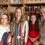 Álbum de família-Catarina com seus pais, Luciana Rique e Gustavo Moreno mais a vovó Regina