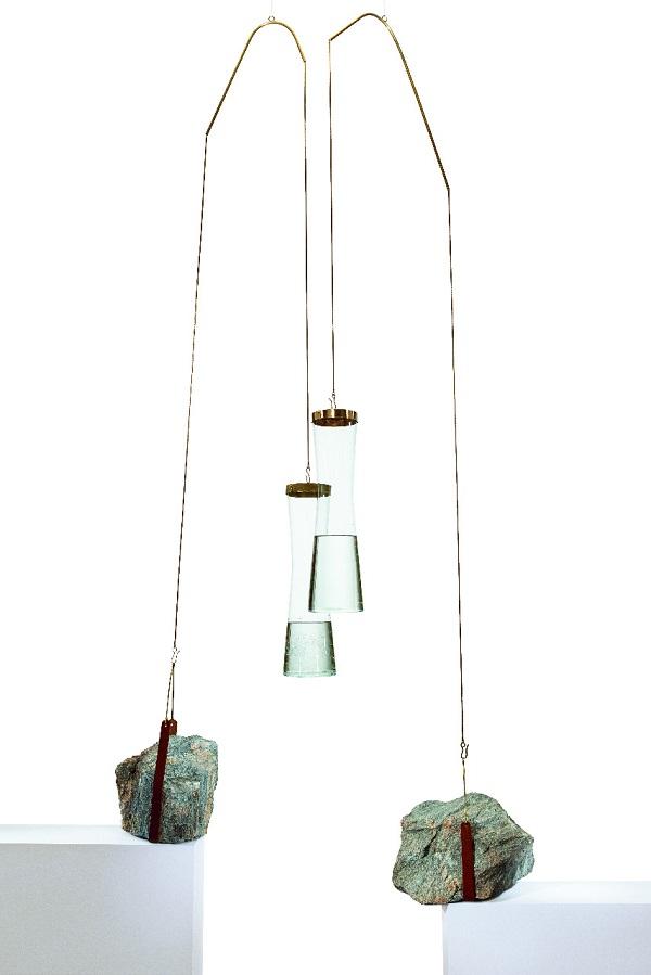 ancorados, rocha calcária, vidro e latão
