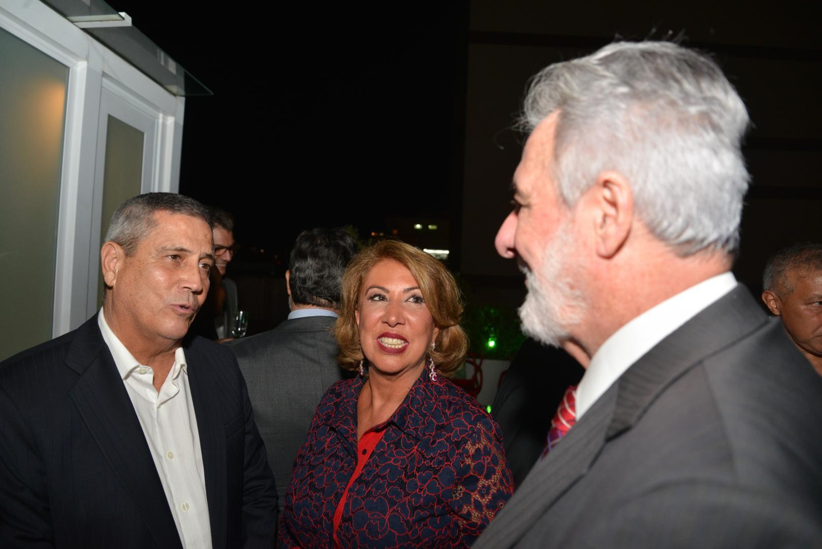 General Braga Neto é homenageado pela presidente da Associação Comercial do Rio