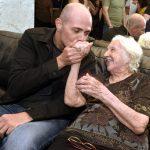 Gustavo Pinheiro e sua avó de 101 anos Isaura