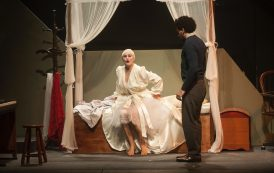 """Comédia melodramática """"No Escuro ou O que faz uma mariposa sem uma lâmpada"""" reestreia no Teatro Cândido Mendes."""""""