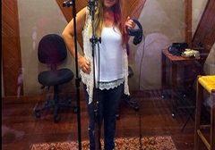 Cantora Lunna Caiado se apresenta na Lona Cultural de Jacarepaguá