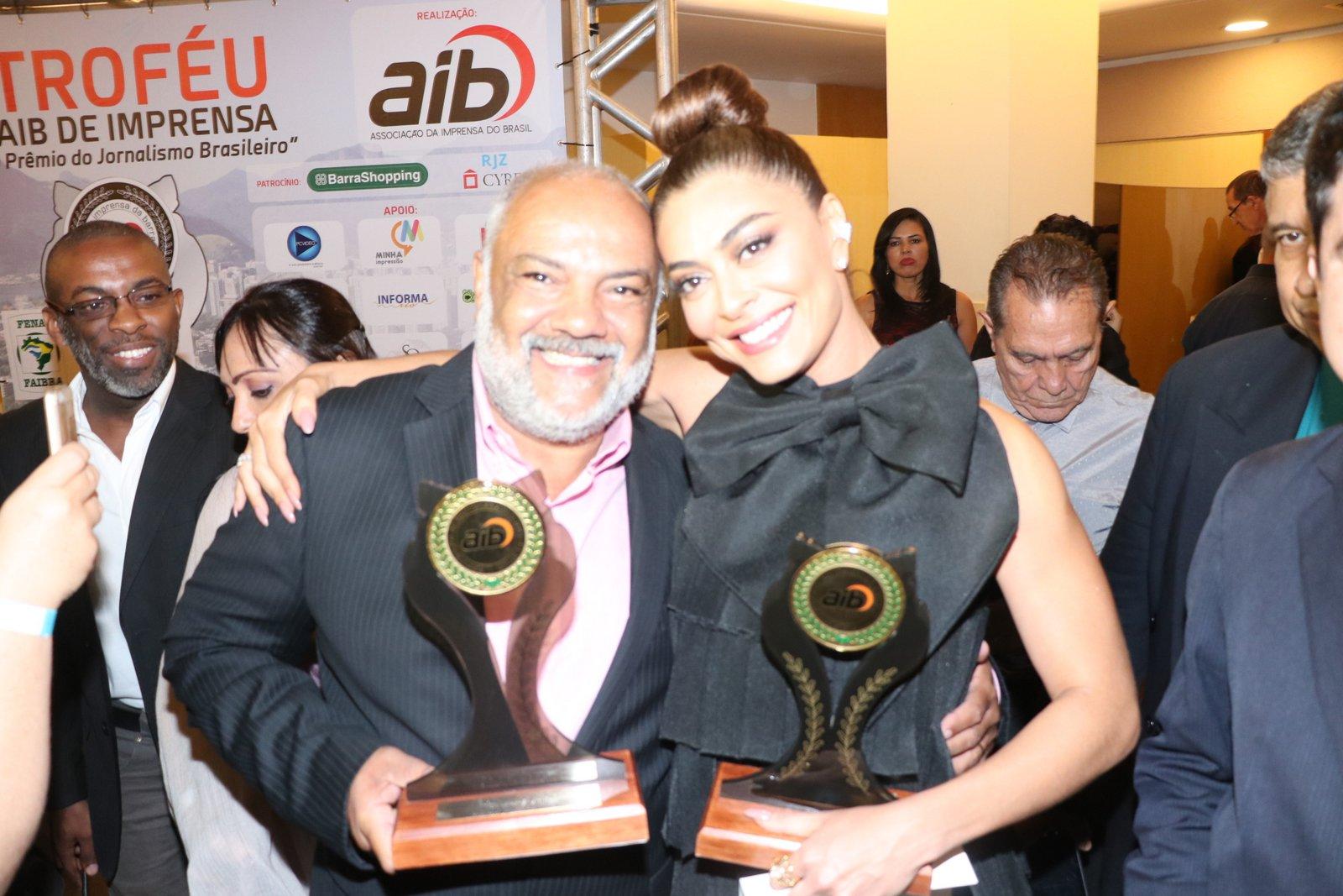 Famosos recebem premiação da Associação da Imprensa do Barra (AIB)