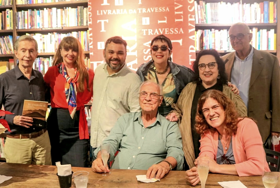 """Amigos históricos participam do lançamento do livro """"Meu Querido Brasil"""", de Saturnino Braga"""