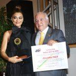Juliana Paes recebe prêmio